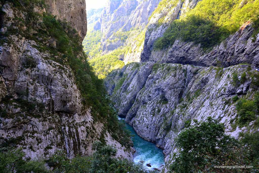 m River Moraca Canyon