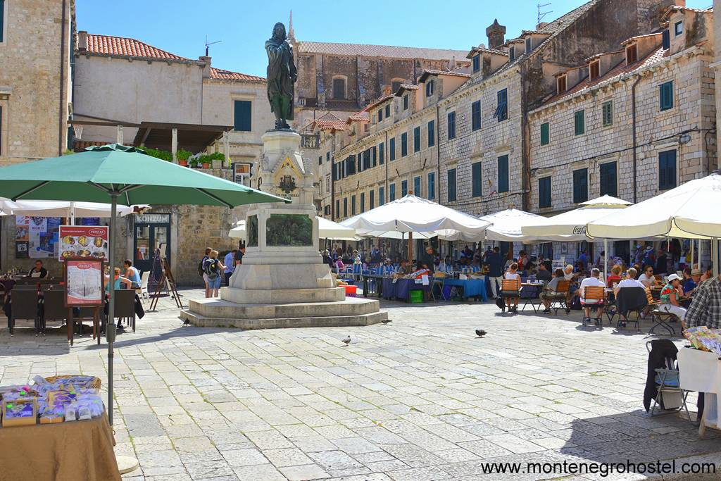 m Gundulic Square and The Green Market in Dubrovnik